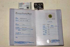 イエローダイヤのグレードを証明する、宝石鑑定書です。