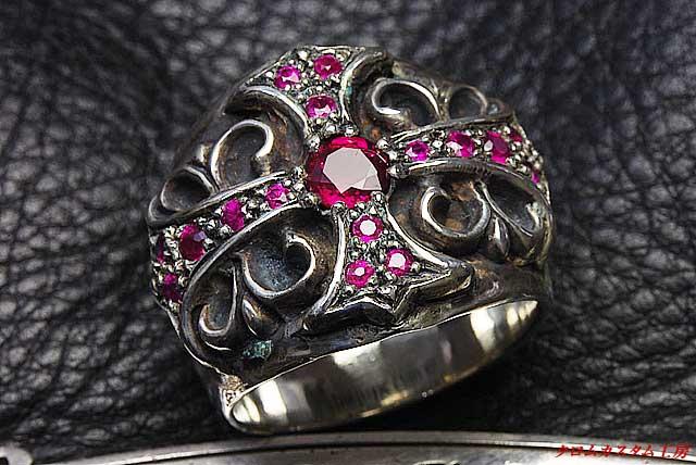 ダイヤモンドとカラーストーンの価値の違い【クロムハーツの修理&カスタム情報】