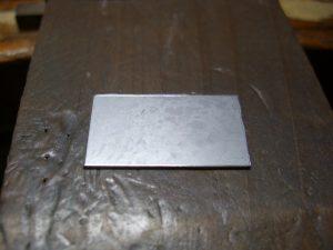 材料のステンレスの板です。