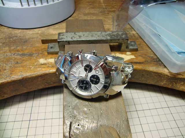 磨いて時計を取り付けました。