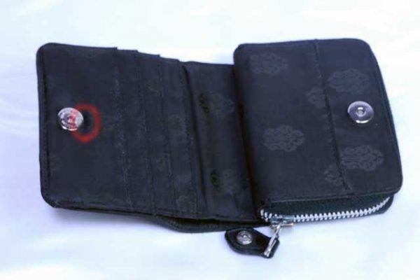クロムハーツ 2つ折り財布、破れ補修