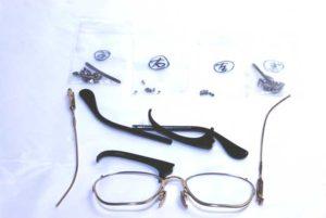 メガネを分解して、シルバーパーツを選別します。