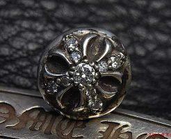 クロスボールスタッドピアスにダイヤモンドをパヴェカスタムしました。