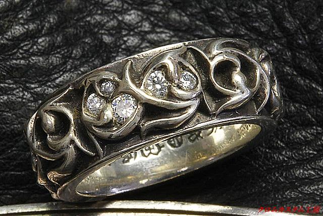 クロムハーツの指輪にダイヤモンドを5石取り付けました。