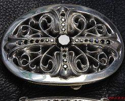スモールオーバル、ベルトバックルにブラックダイヤモンドをパヴェカスタムしました。
