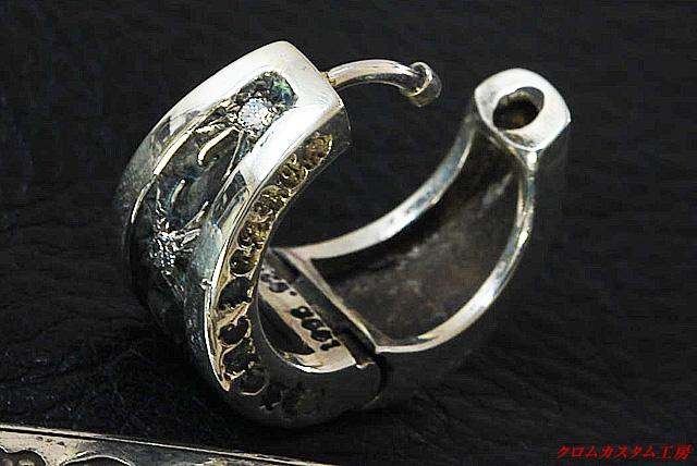 ナローVバンドピアスに中級クラス(SIクラリティ)のダイヤモンドを 3石カスタムしました。