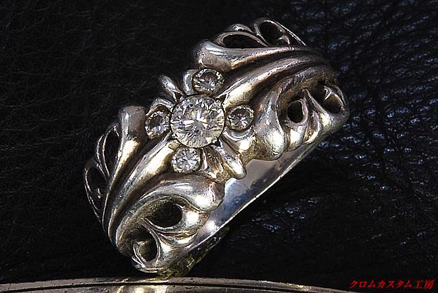 K&Tリングにダイヤモンドを5石カスタムしました。