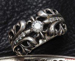 ロムハーツ KTリング1ダイヤの両サイドにダイヤモンドをパヴェカスタムしました。