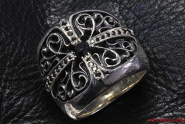 クラシックオーバルリングにブラックダイヤモンドをパヴェカスタムしました。