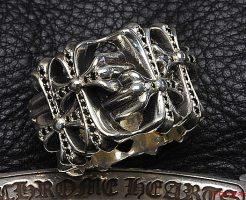 セメタリークロスリングにブラックダイヤをパヴェカスタムしました。