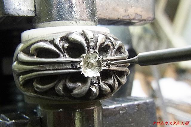 メレーダイヤモンド用の下穴を開けます。