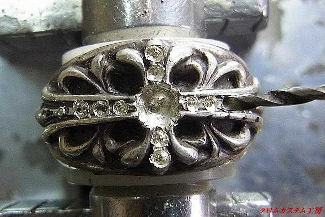 メレーと同じ直径のドリルで石合わせをします。