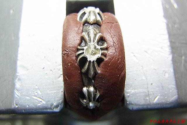 ダイヤと同じ直径のドリルで穴を開けます
