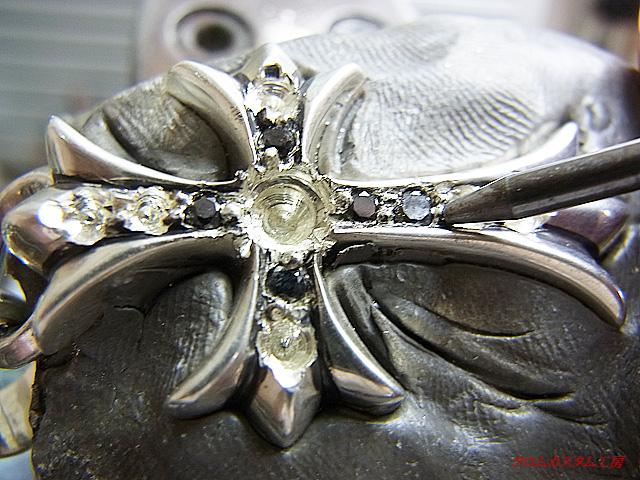 ダイヤを乗せて、ナナコタガネで、固定します。