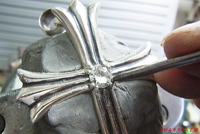 爪をナナコタガネで丸めます。後はイブシを入れ直して完成です。
