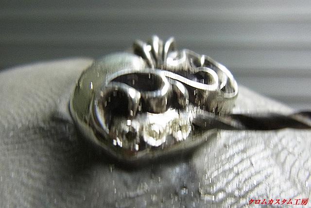 ダイヤと同じ直径のドリルで、石合わせをしていきます。