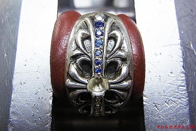 ブルーサファイヤを固定していきます。