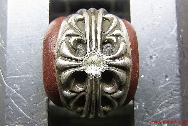 中央の部分をダイヤと同じ直径のドリルで石合わせをします。