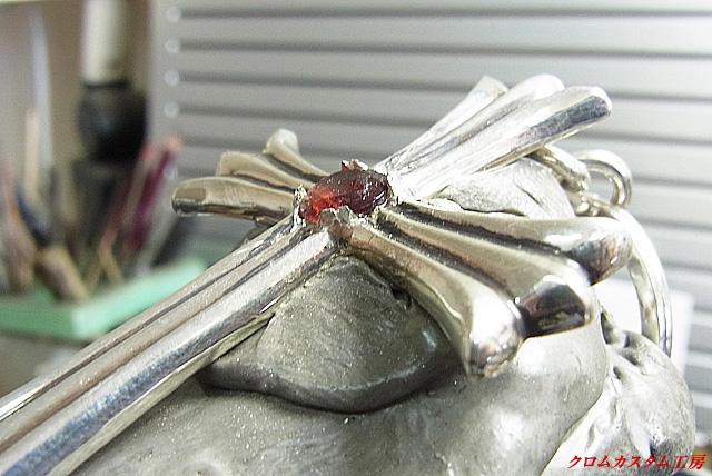 8ヶ所の爪をタガネで、丸めながら倒します。