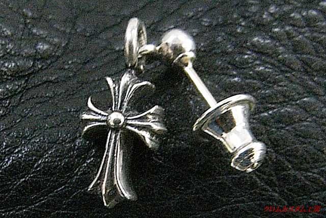 カスタム前のスタックCHクロスイヤリング(ピアス) サイズは、タテ20ミリ×ヨコ7ミリ×厚み5ミリ です。