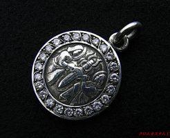 Chrome Hearts クロムハーツ エンジェルメダルチャーム に 23石ダイヤをセッティングいたしました。