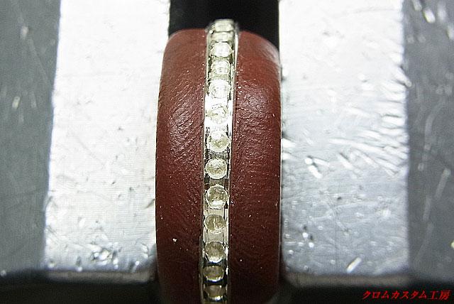 ダイヤを同じ直径のドリルで石合わせをします。