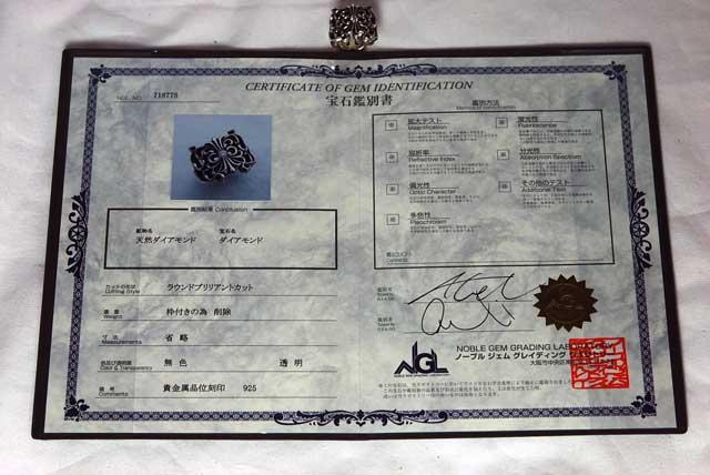ダイヤモンドを証明する宝石鑑別書です。ダイヤモンドを証明する宝石鑑別書です。  かかった費用 正規品クラス(VSクラリティ)のダイヤをカスタムした場合、 100,000円(税別) 中級クラス(SIクラリティ)のダイヤをカスタムした場合、75,000円(税別) 一般クラス(Iクラリティ)のダイヤをカスタムした場合、50,000円(税別)
