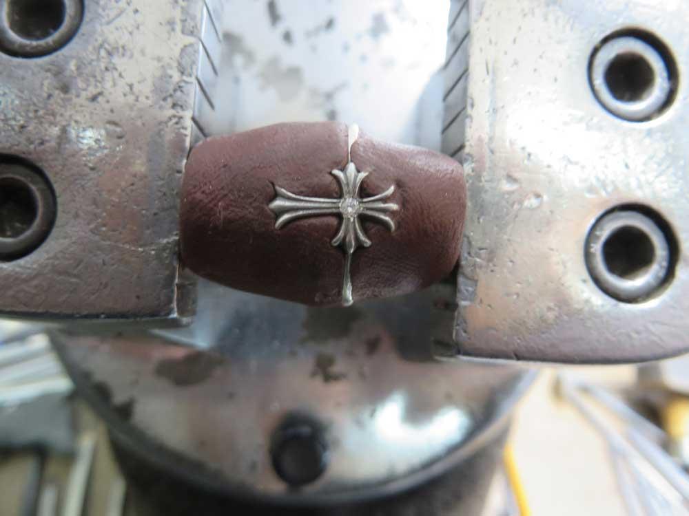 ダイヤを乗せてみるとピッタリジャストフィットです。