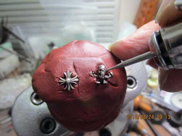 ソロバン型のカッターで石合わせをします。