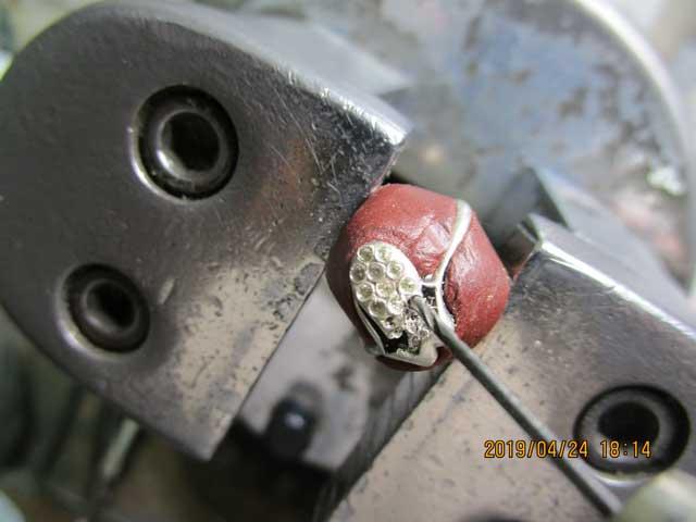 ドリルで削って石合わせをします