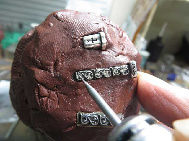 シルバーパーツを外してダイヤをカスタムします