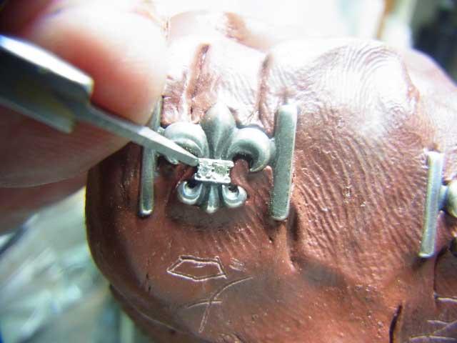 タガネで爪を作ります