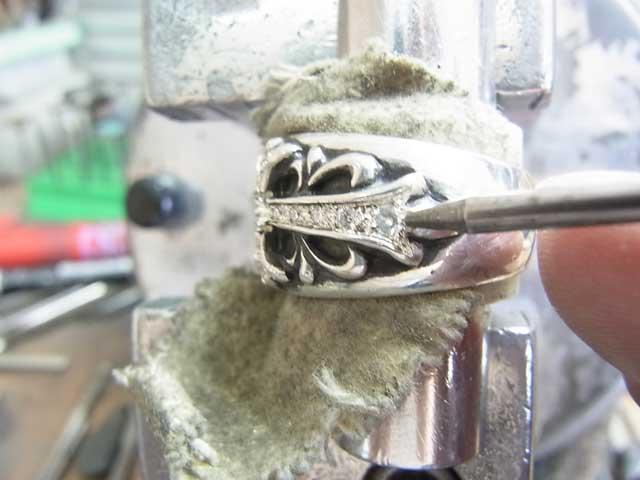 ナナコタガネで爪を丸めて完成です